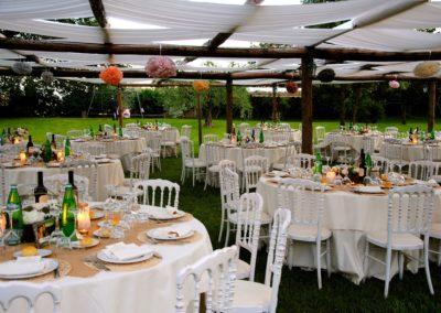15_zia_cathys_allestimento tavoli portico esterno