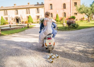 31_zia_cathys_just married vespa
