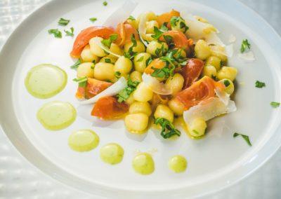 7_zia_cathys_gnocchetti di patate con pomodorini rucola e scaglie di grana